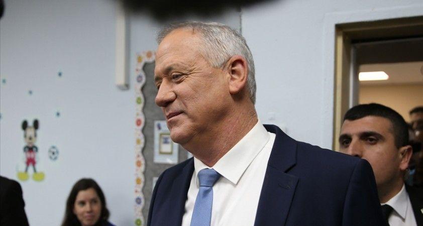İsrail Savunma Bakanı Gantz'ın partisinde kan kaybı sürüyor