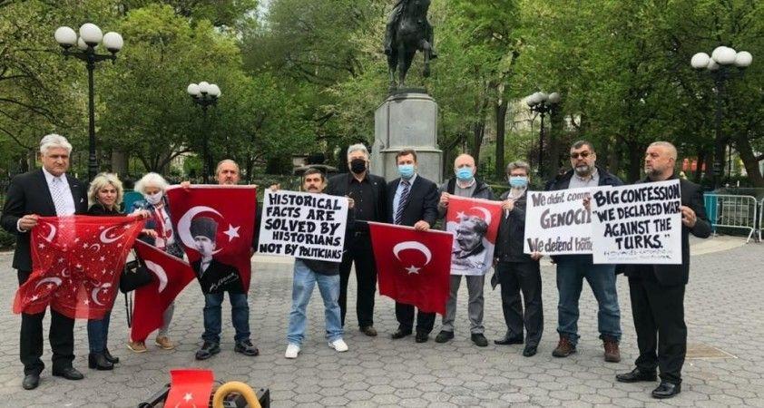 """New York'ta """"Ermeni Tasarısını Kınama"""" mitingi yapıldı"""