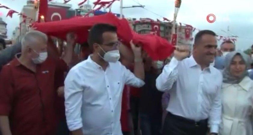 Beyoğlu'nda 30 Ağustos Zafer Bayramı Resul Dindar konseriyle kutlandı