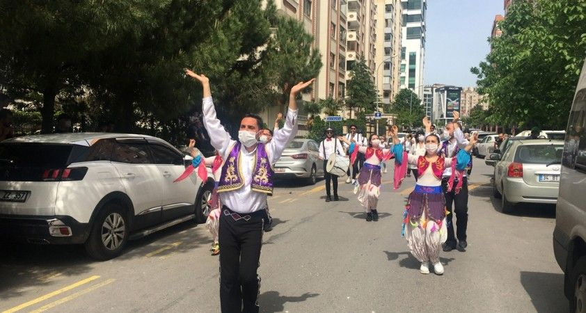 Maltepe sokakları 19 Mayıs'ta dans ve müziklerle şenlendi