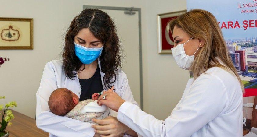 Türkiye'de bir ilk: Annesi hamileyken aşılanan bebek antikorlu doğdu