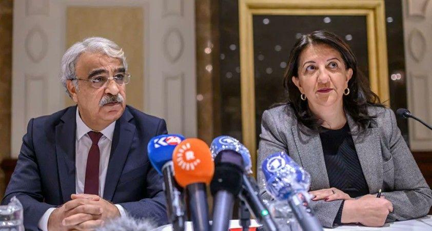 HDP kapatma davasını görüşmek üzere hukukçularla buluştu