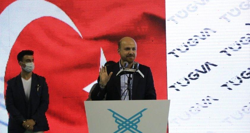 """Bilal Erdoğan """"Bir Sabah Gelecek Kardan Aydınlık"""" şiirini marş seklinde seslendirdi"""