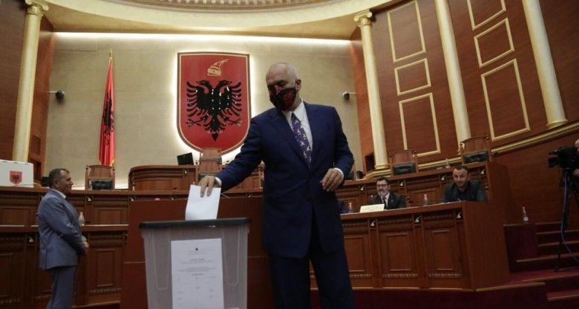 Arnavutluk Meclisinden, Cumhurbaşkanı Meta'nın görevden alınmasına onay