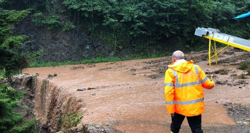 Rize'de şiddetli sağanak yağış etkili oldu