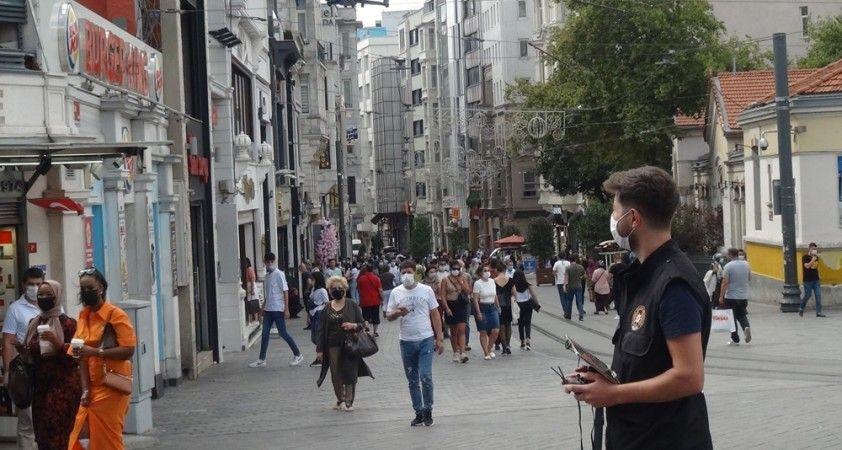 İstiklal Caddesi'nde drone'lu koronavirüs uyarısı