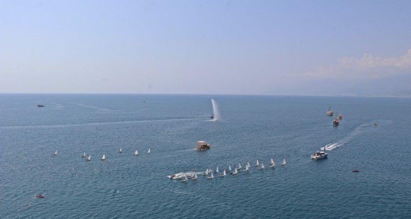 Denizdeki 'Zafer' kutlamasında tekneler görsel şölen oluşturdu