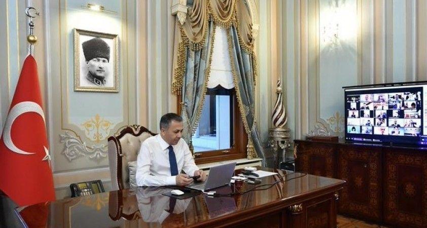 İstanbul Valisi Yerlikaya, koronavirüs vakalarında en çok düşüş yaşanan ilçeleri açıkladı