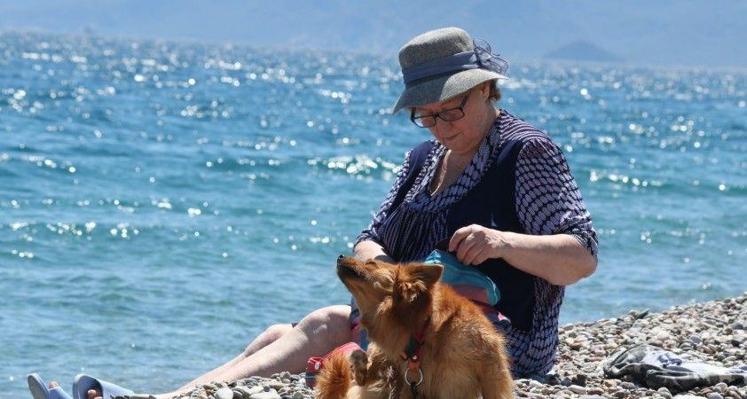 Antalya Mayıs ayını zirvede kar, sahilde deniz keyfiyle yaşıyor