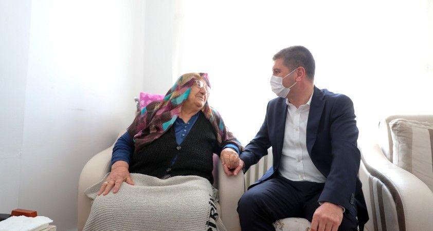 101 yaşındaki Hacer nineye doğum günü sürprizi