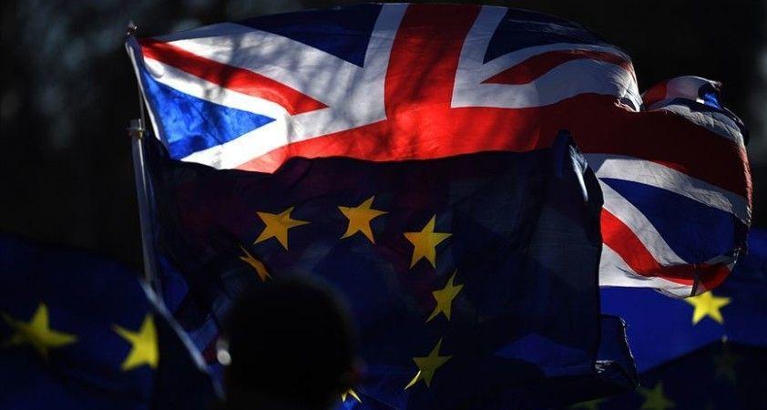 AB ile İngiltere arasında görüşmeler uçuruma sürükleniyor