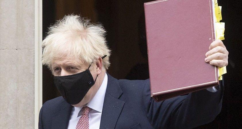 İngiltere Başbakanı Johnson koronavirüs tedbirleri kapsamında yeni kısıtlamaları açıkladı