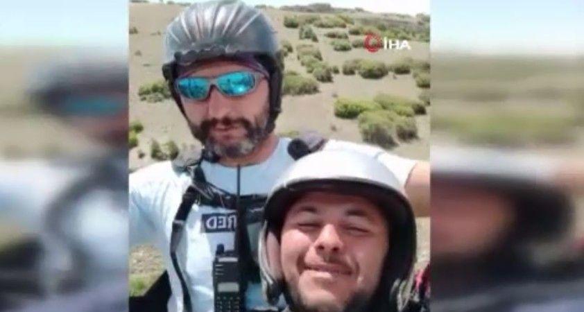 Tarlasına paraşütçü inen çiftçi, paraşüte bindi yine gülmekten kırdı geçirdi