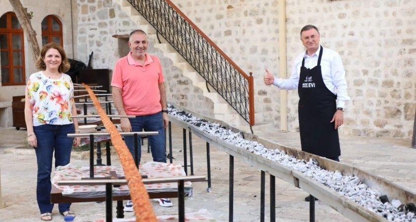 UNESCO Hatay Gastronomi Evi'nde 31 metrelik boru kebabı yapıldı