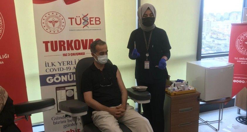 Turkovac'ın Faz-3 çalışmaları kapsamında İstanbul'da gönüllüler aşılanıyor