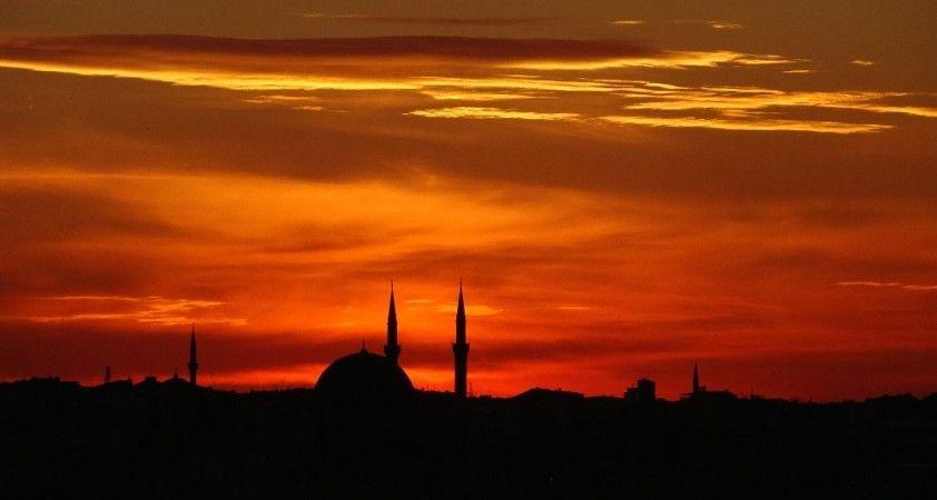 Taksim'de gün batımı manzarası hayran bıraktı
