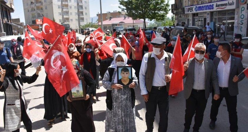Şırnak'ta terör mağduru aileler HDP İl Başkanlığı binası önünde eylem yaptı