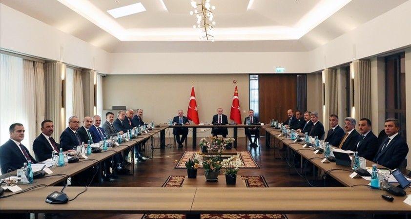 Cumhurbaşkanı Erdoğan Ahlat'ta bölge valileriyle bir araya geldi