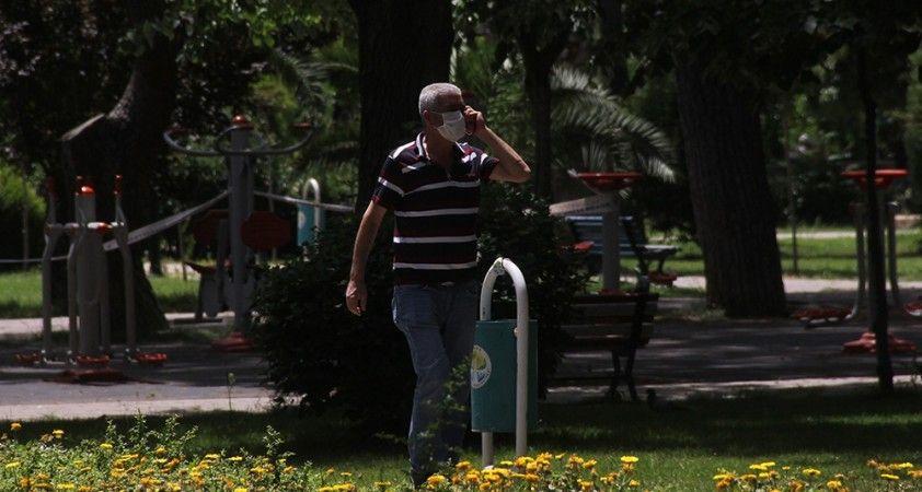 Yaşlıların sokağa çıkma iznine sıcak engeli