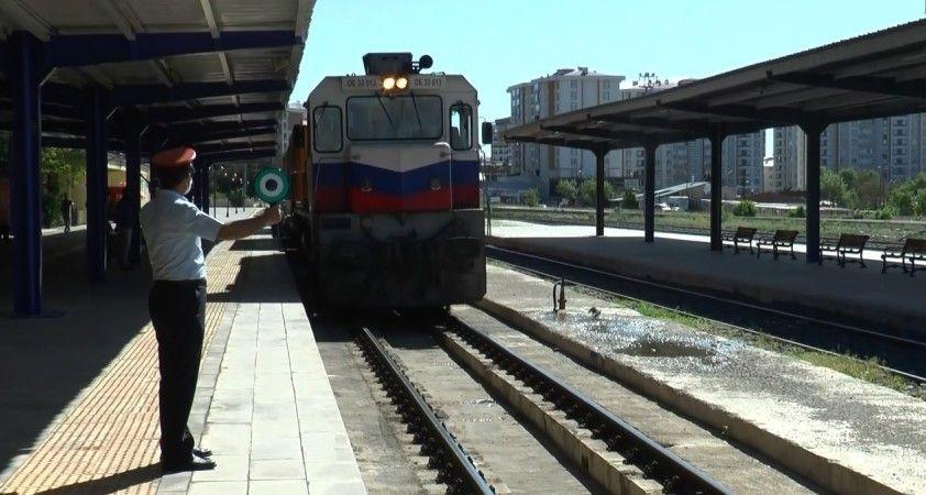 Çin'e gidecek olan 41 vagonlu 2 ihracat treni Erzurum'a ulaştı