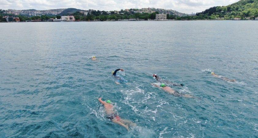 (Özel) Kısıtlamada İstanbul Boğazı'nı yüzerek geçtiler