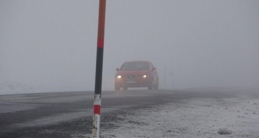 Sahara Geçidi'nde kar yağışı ve sis etkili oluyor