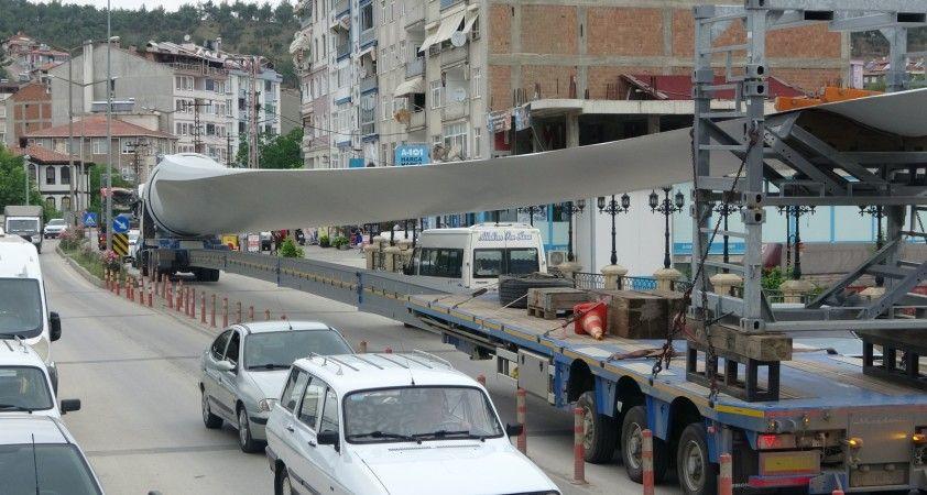 Dev rüzgar türbini kanatları Sinop'a getirildi