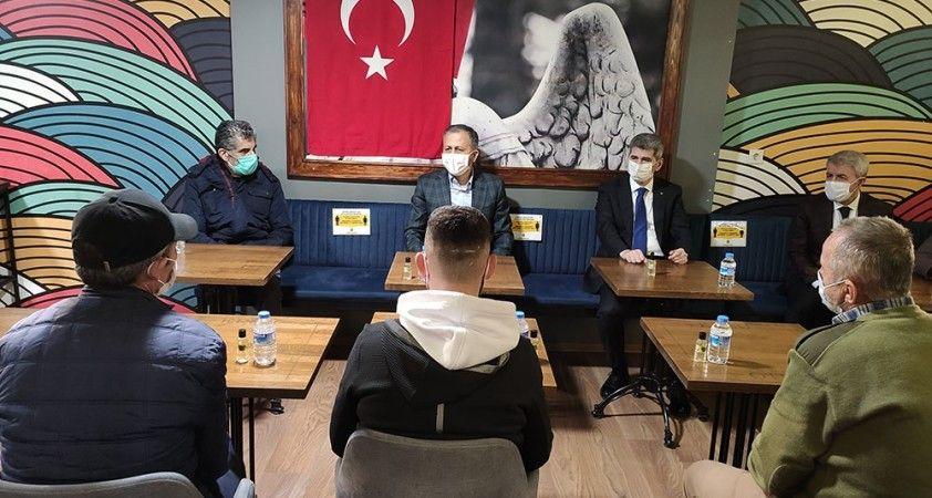 Vali Yerlikaya otellerde misafir edilen evsiz vatandaşları ziyaret etti