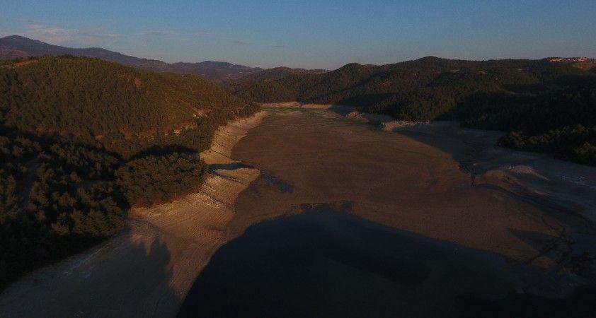 Balıkesir'de kuraklığın görüntüsü: Çaygören Barajı alarm veriyor