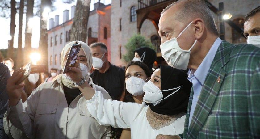Cumhurbaşkanı Erdoğan şiir gecesinde gençlerin sorularını yanıtladı