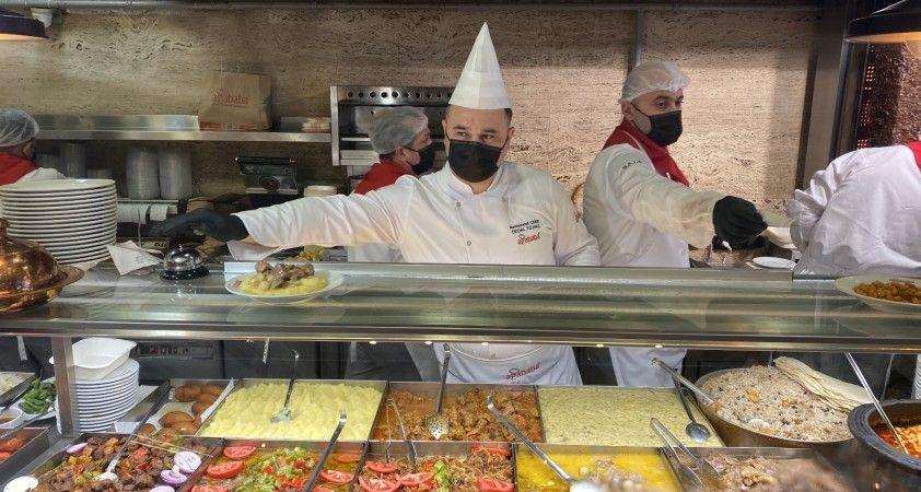 Yeni normalleşme kararıyla birlikte restoranlar hizmete açıldı