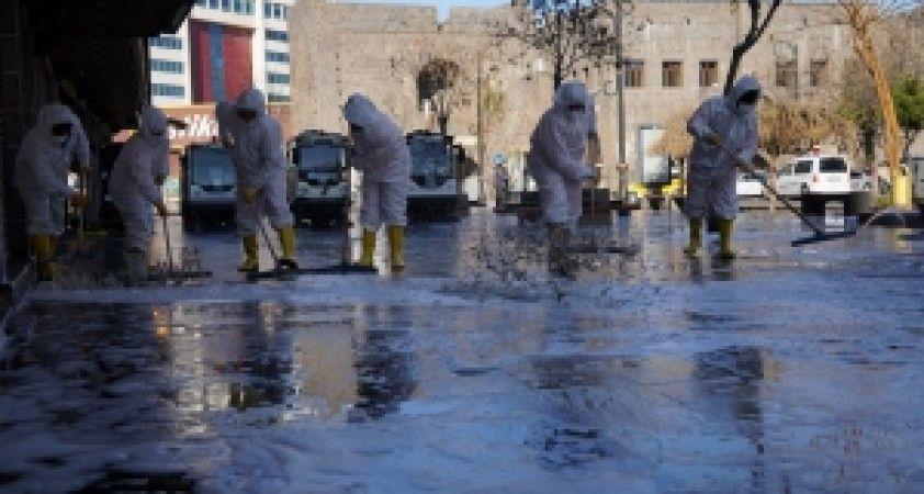 Büyükşehir'den 180 personel ve 44 araçla temizlik çalışması