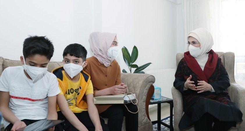 Emine Erdoğan, Suriyeli bir aileyi ziyaret etti