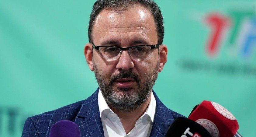 Bakan Kasapoğlu, Vakıfbank Kadın Voleybol Takımı'nı tebrik etti