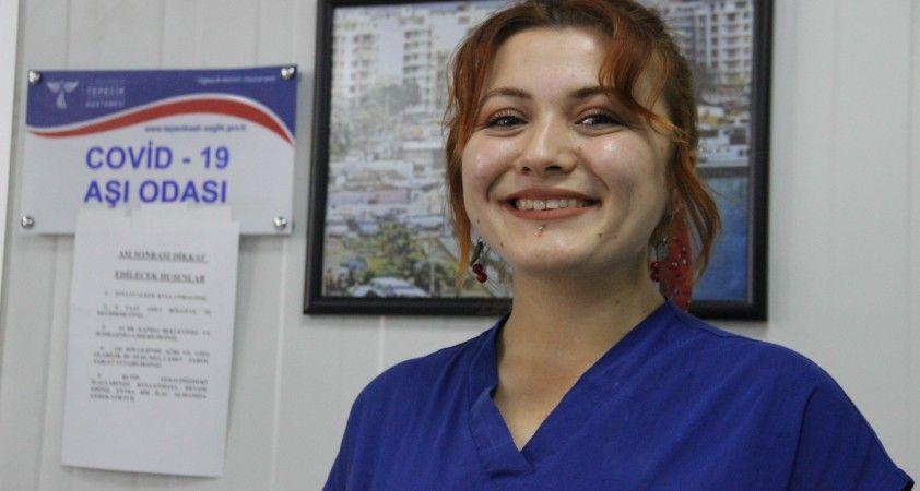 Bakan Koca'nın paylaştığı 1 günde 224 kişiye aşı yapan Sabire hemşire konuştu