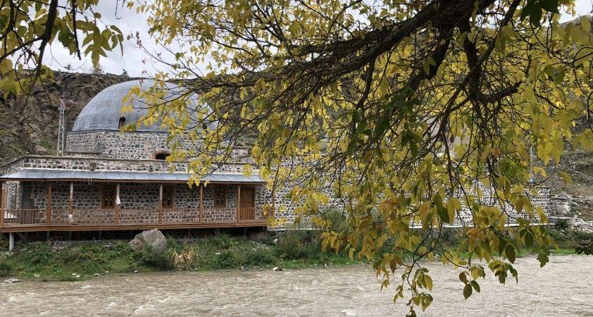 Kars'ta tarihi yerlerde sonbahar güzelliği