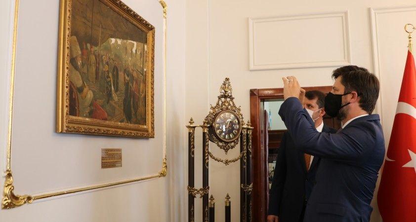 Macar Büyükelçiyi şaşkına çeviren tablo