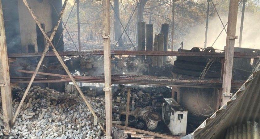 Manavgat'ta çıkan yangın elektrik santrali yakınlarına kadar geldi
