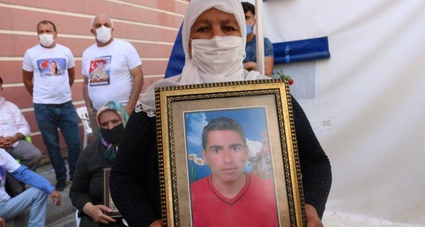 Diyarbakır'da evlat nöbetindeki aileye güzel haber