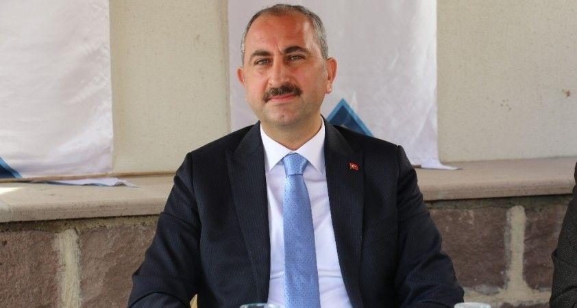 """Adalet Bakanı Abdülhamit Gül: """"Hakim, savcı dosyayı delillerine göre değerlendirir ve kararını verir"""