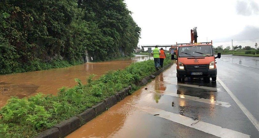 Rize'de yoğun yağış beklenen bölgelerde 112 hane geçici olarak tahliye edildi