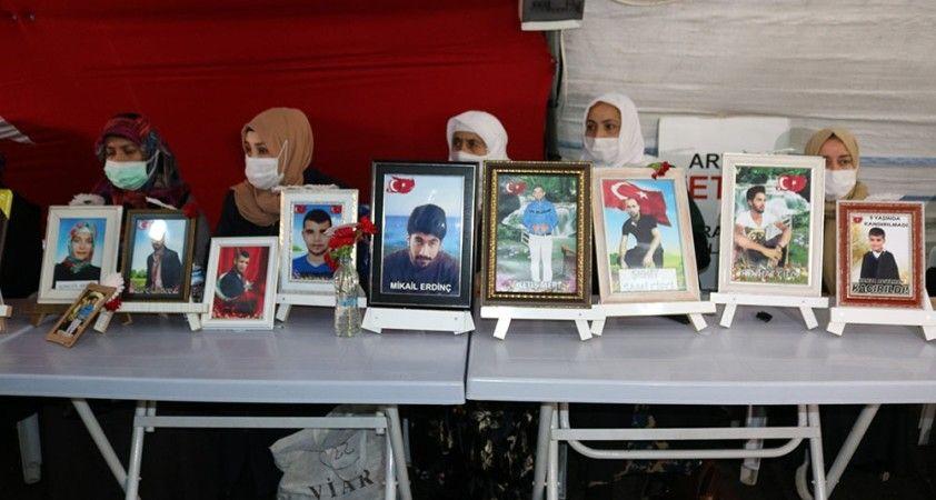 HDP önündeki ailelerin evlat nöbeti kararlılıkla devam ediyor