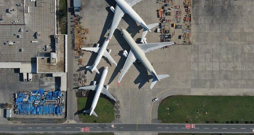 Atatürk Havalimanında onlarca uçak yolcularını bekliyor