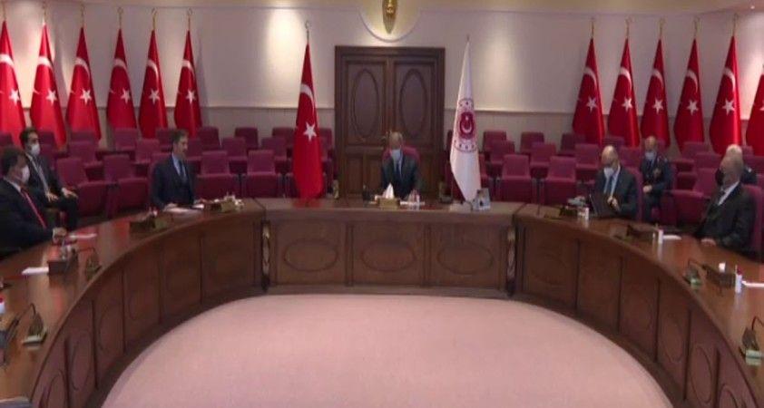 Bakan Akar, Avrupa'daki Türk dernek ve STK temsilcileriyle bir araya geldi