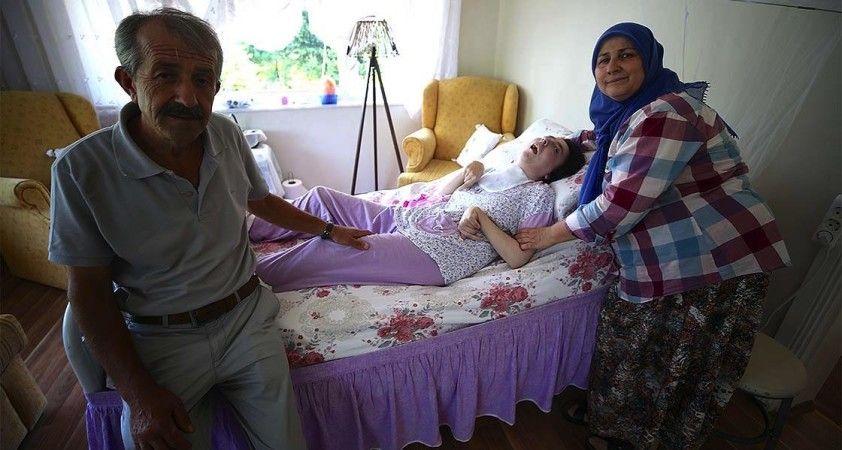 Kızlarının kök hücre tedavisiyle sağlığına kavuşacağı günü bekliyorlar