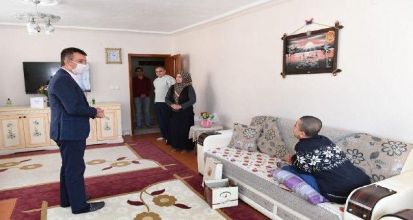 Başkan Balcı, engelli bireyleri evlerinde ziyaret etti