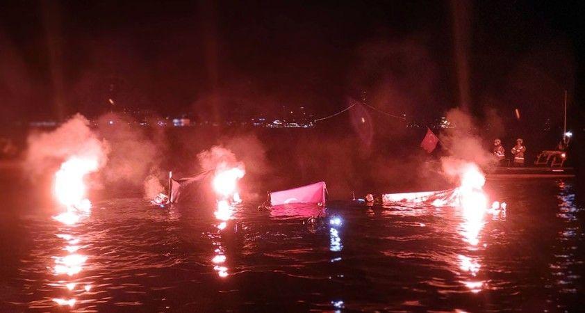 Dalgıçlar 29 Ekim Cumhuriyet Bayramı'nda denizde bayrak açtı