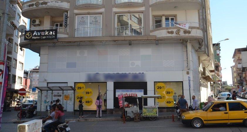 Hatay'da çalışanlarında koronavirüs tespit edilen zincir mağaza kapatıldı