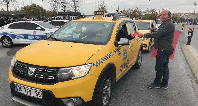 İstanbul'da taksiciler UKOME toplantısına akın etti
