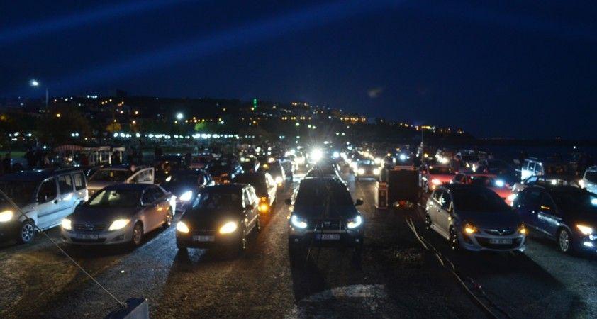 Tekirdağ'da arabalı açık hava sinema keyfi